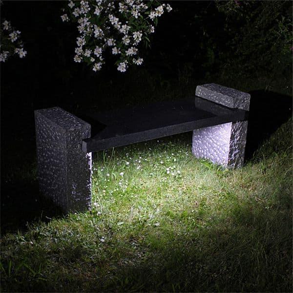 Photo of Der Klassiker in neuem Licht: Erste Granit-Sitzbank mit integrierter Beleuchtung sorgt für stilvolle Lichteffekte im Garten