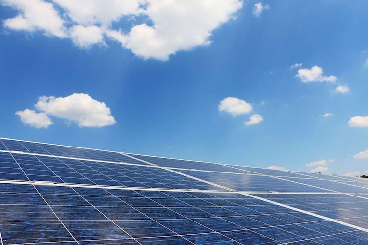Photo of Dank leistungsfähiger Batterien lässt sich Solarstrom effizient speichern