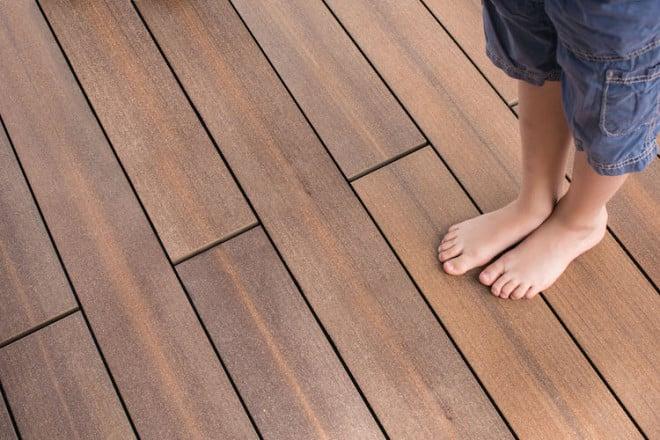 Photo of Barfußdielen: Holzverbundwerkstoff als Alternative zu Beton- und Pflastersteinen